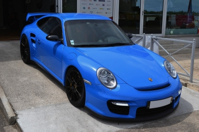 Porsche 997 GT2 covering bleu brillant